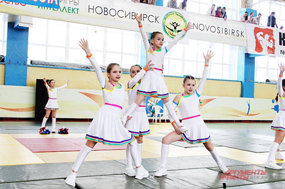 На соревнованиях участвовали девочки с 4-х лет.