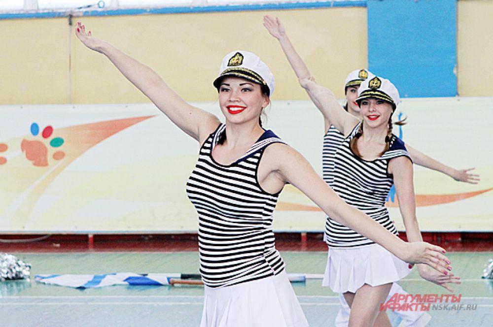 Чир-данс — спортивные танцы с элементами гимнастики.