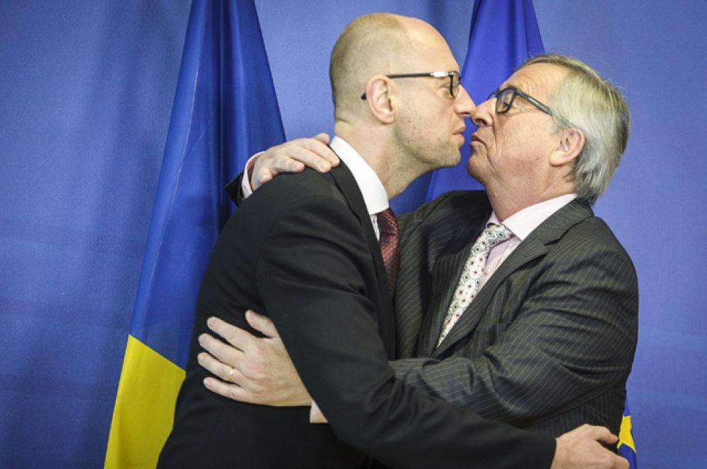 Премьер-министр Украины Арсений Яценюк и президент Европейской комиссии Жан-Клод Юнкер до начала совещания в штаб-квартире Еврокомиссии в Брюсселе, Бельгия, 7 декабря 2015.