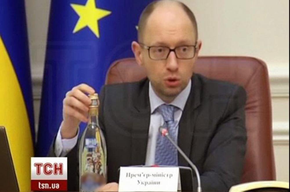 На заседании Кабинета министр премьер-министр Украины, 25 марта 2014.