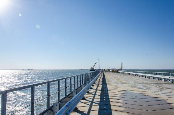 По временному мосту будут доставляться строительные материалы, песок, щебень, металлоконструкции, железобетонные изделия