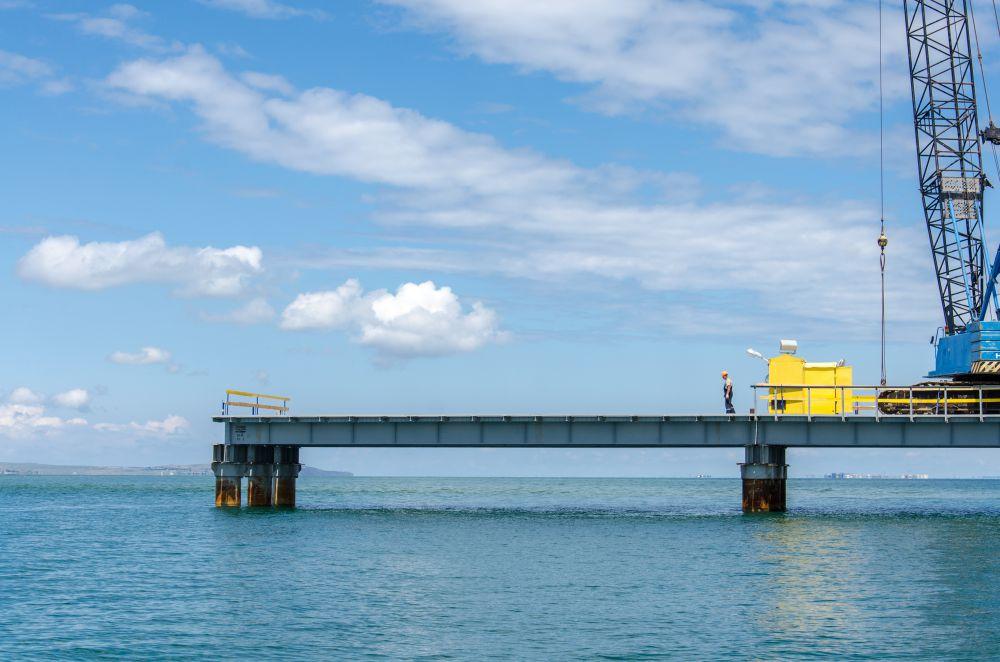 Для основного строительства возводят три рабочих моста