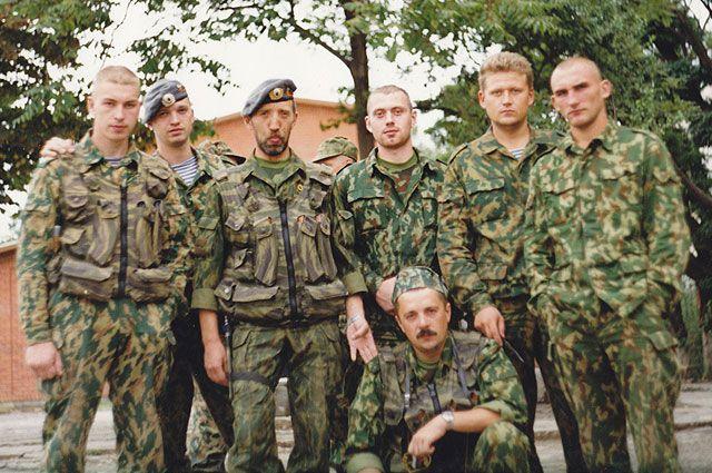 Владимир Чупин (третий слева) был участником боевых действий во многих «горячих точках».