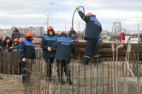 На строительство стадиона к ЧМ-2018 в Калининграде требуются арматурщики, бетонщики, сварщики, крановщики и другие специалисты.