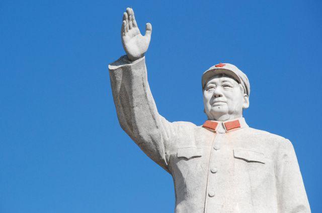 Памятник Мао Цзэдуну в Китае