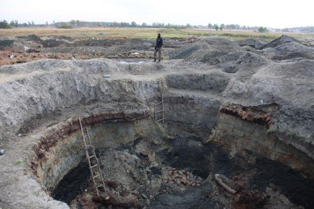 В котловане под Калининградом засыпало землей «черного копателя» янтаря.