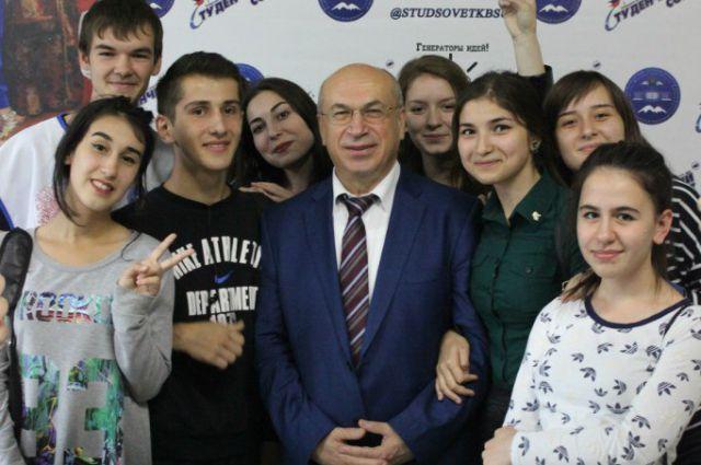 Ректор КБГУ с первокурсниками 2015 г.