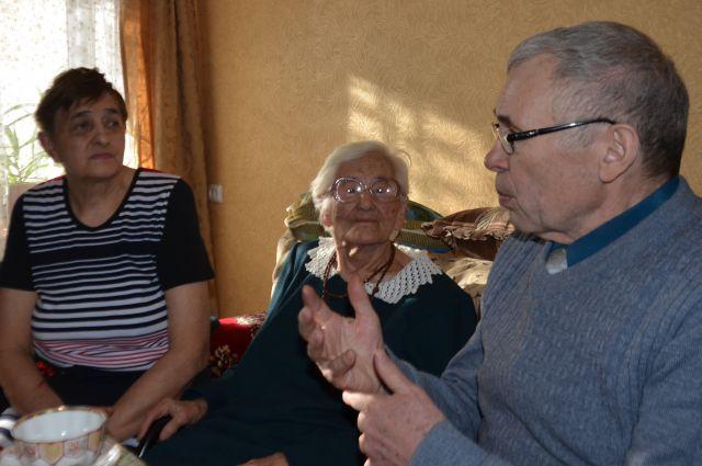 Фрида Мамченко с семьей.