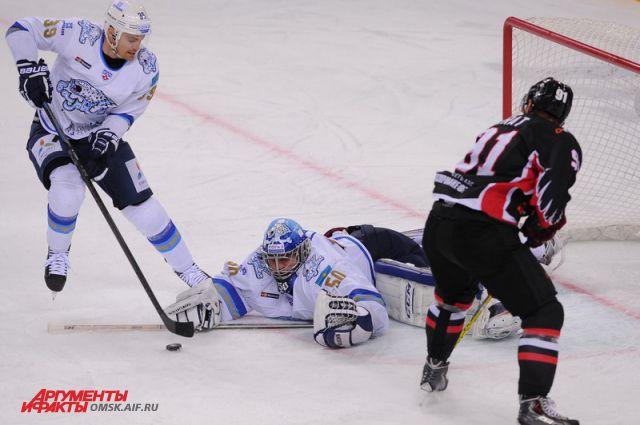 Точно такое же поражение команда понесла в результате встречи с новосибирской «Сибирью».