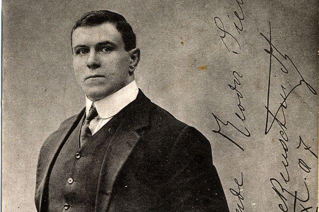 Георг Гаккеншмидт посвятил свою жизнь спорту и и написанию книг по философии.