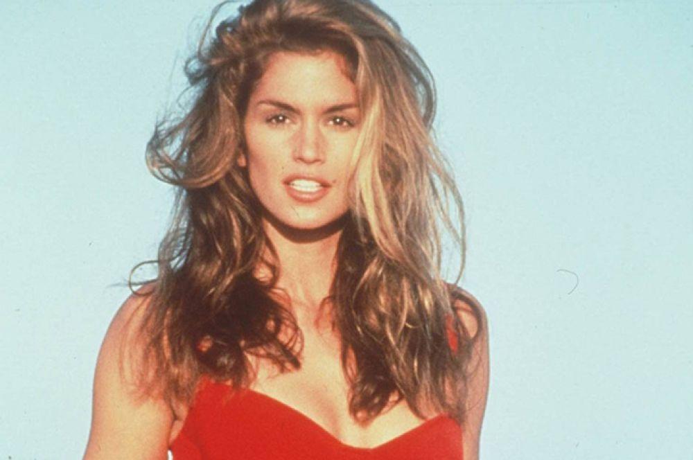 В 90-х Синди находилась в числе самых популярных супермоделей и постоянно появлялась на обложках журналов и подиуме, была лицом модных компаний.