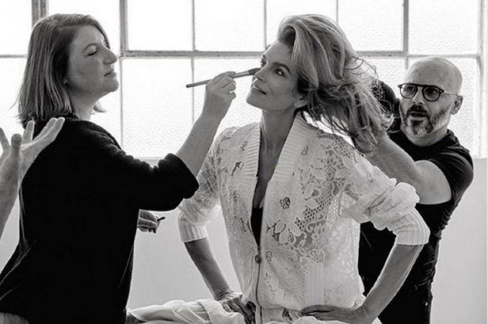 Синди Кроуфорд появлялась на обложках свыше 600 журналов во всём мире, включая такие журналы, как Vogue, W, People, Harper's Bazaar, ELLE, Cosmopolitan и Allure. Синди также была лицом многих модных домов.