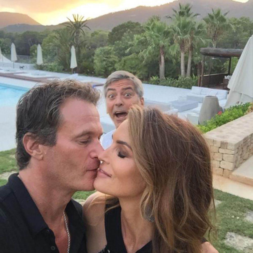 С 1991 по 1995 год Кроуфорд состояла в браке с актёром Ричардом Гиром. Также она встречалась с Джорджем Клуни, а в мае 1998 года вышла замуж за Рэнди Гербера.