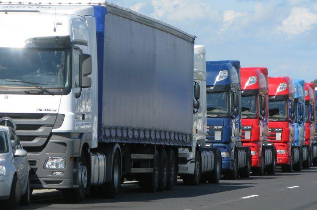 Очередь грузовиков образовалась на границе Литвы и Калининградской области.