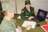 Инна Ананенкова ведёт приём новобранцев на пункте отбора на военную службу по контракту Ростовской области.