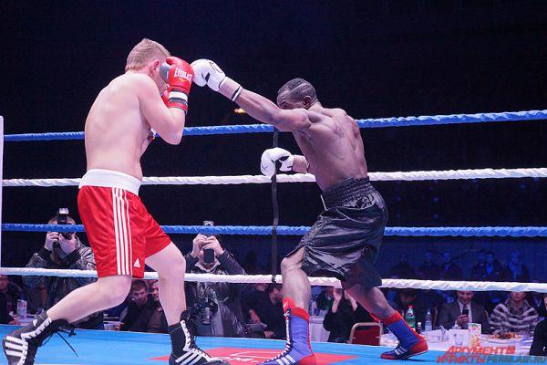 Пермяк Василий Поднебесный одолел чемпиона Франции по боксу Чарлана Такама.