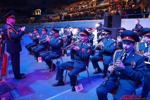 На открытии соревнований играл оркестр Пермского военного института.