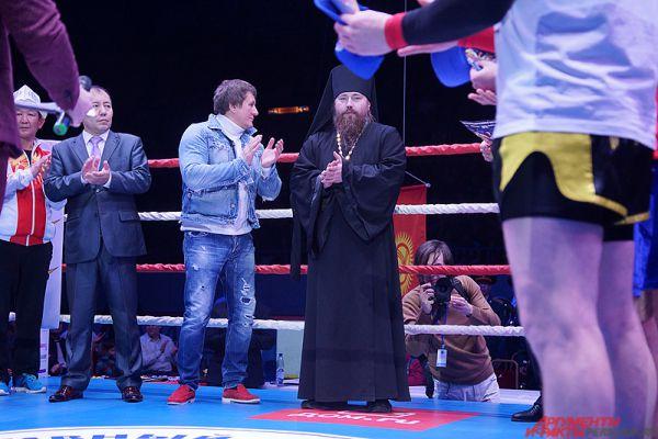 На мероприятии присутствовал и представитель православной церкви.