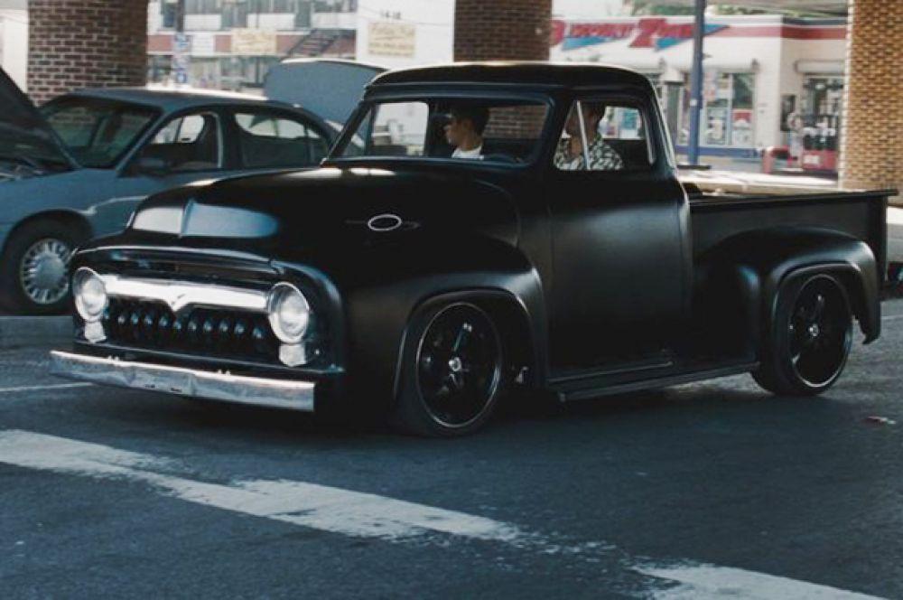 132 тысячи долларов заплатил поклонник за ретропикап Ford F-100 1955 года из фильма «Неудержимые», построенный специально для Сильвестра Сталлоне.