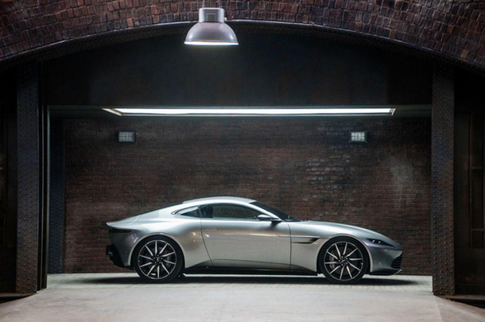 Aston Martin DB10. Большинство машин этой специальной серии предназначены исключительно для съёмок, и только два экземпляра являются выставочными образцами. Один из этих автомобилей и был продан.