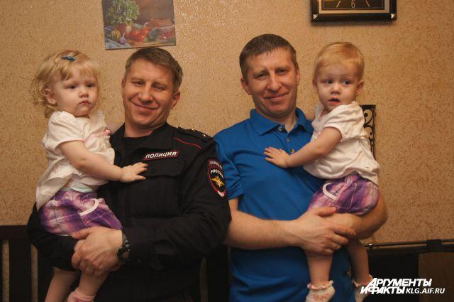 У Сергея Иванчука (справа) - 11 родных детей. Это рекорд для Калининградской области!