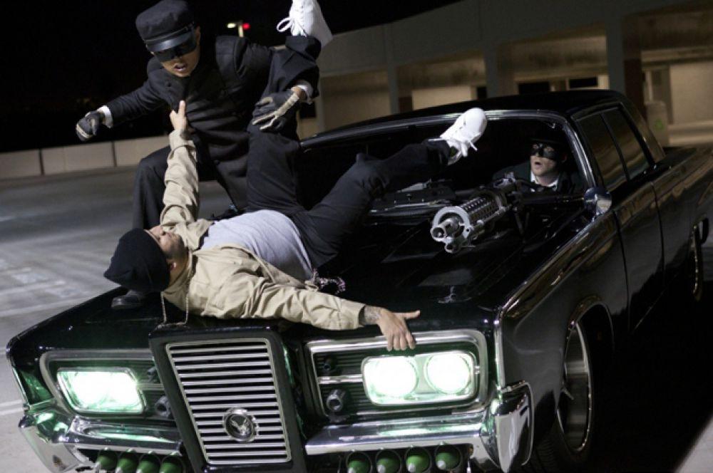 Автомобиль Black Beauty из фильма «Зеленый шершень», построенный на базе Chrysler Imperial 1965 года, также был продан с аукциона. Стартовая цена — 10 тысяч долларов — через три дня с начала торгов увеличилась вчетверо.