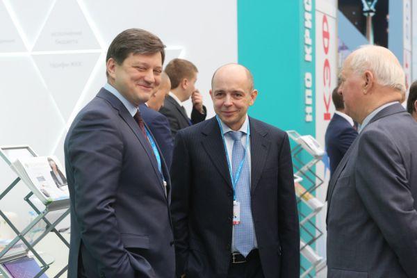Нежданный гость - бывший вице-губернатор края Сергей Сокол (в центре)