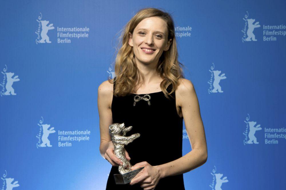 «Серебряный медведь» лучшему режиссёру – Миа Хансен-Лёве («Будущее»).