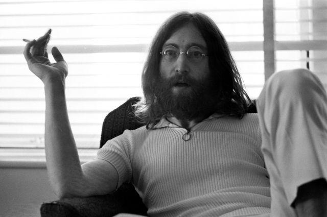 Прядь волос Джона Леннона продана за35 тыс. долларов