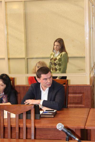 На вопросы суда отвечает дочь Инессы Тарвердиевой - Виктория.