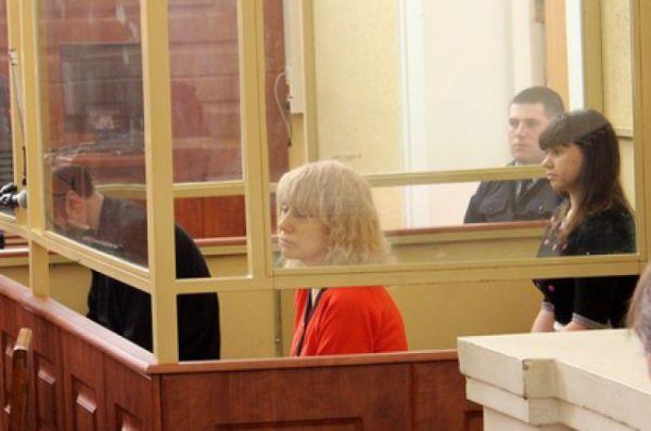 По версии следствия, Инесса Тарвердиева совместно со своим сожителем Романом Подкопаевым в 2007 году создали банду для нападения на граждан, в том числе и на сотрудников МВД.