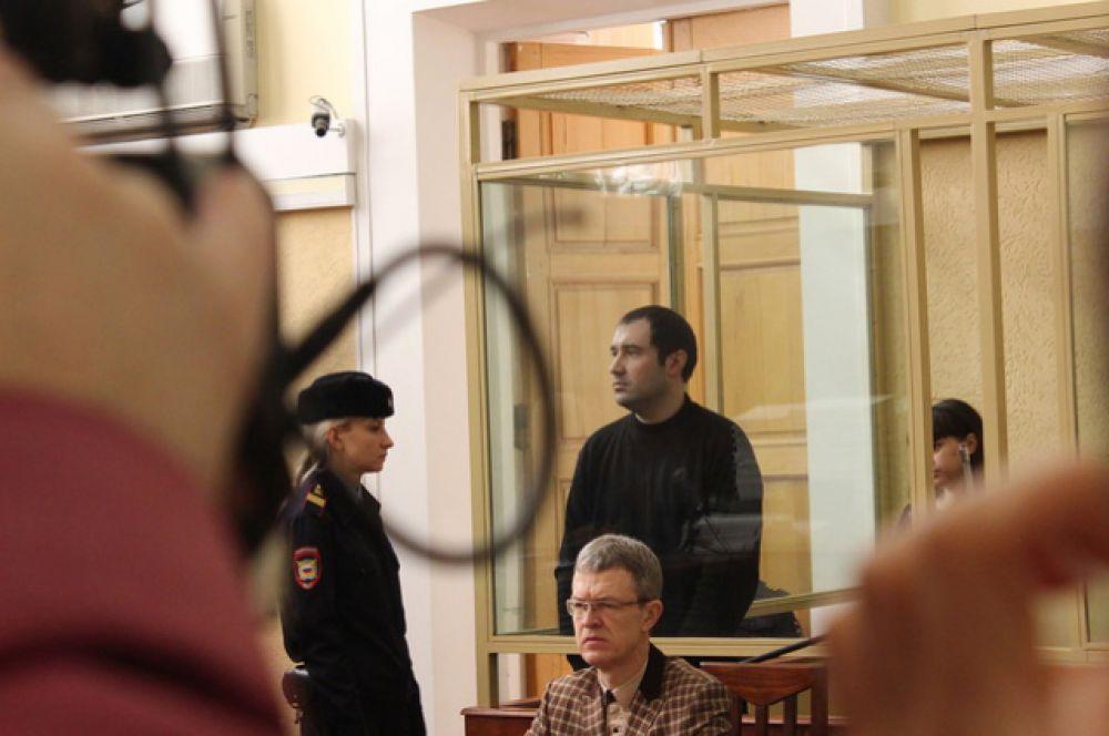 По версии следствия, Инесса Тарвердиева совместно со своим сожителем Романом Подкопаевым в 2007 году создали банду для нападения на граждан, в том числе и на сотрудников МВД. Оружие убитых полицейских позже использовалось при совершении последующих преступлений.