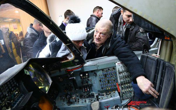 В кабине учебного СУ-24