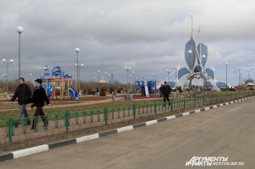 С 2013 года, после завершения укрепления левого берега реки Дон были начаты работы по обустройству сквера «Романовский» на набережной.  4 сентября 2015 года состоялось его торжественное открытие.