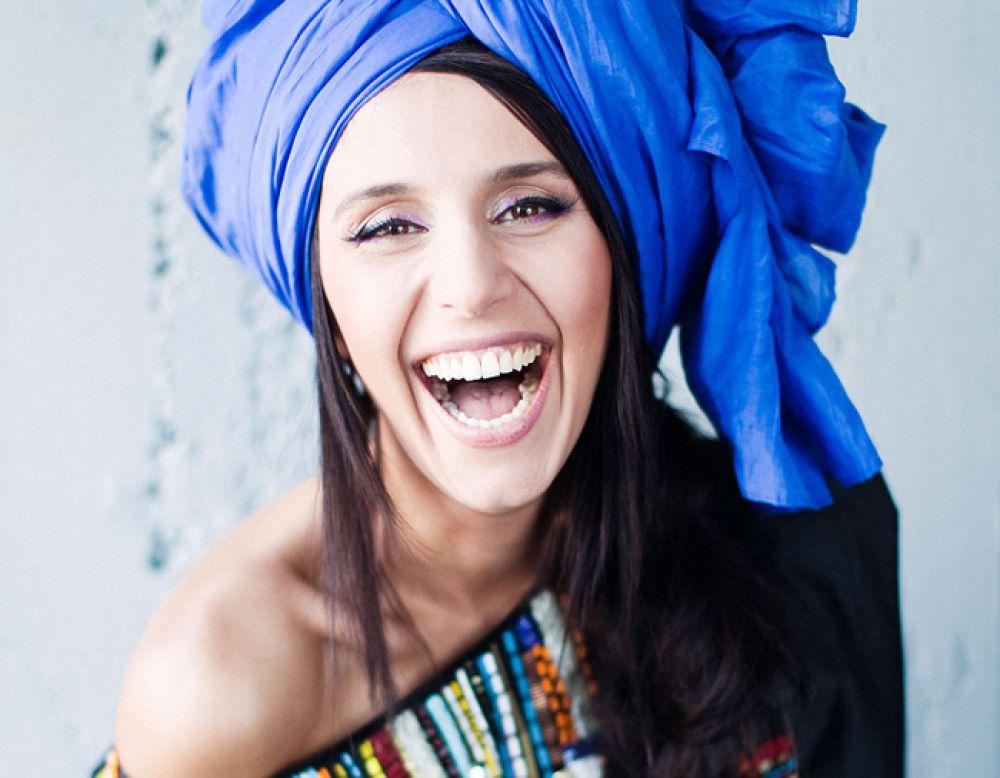 Певица подчеркивает, что она – крымская татарка, где тюрбан неотъемлемый элемент культуры