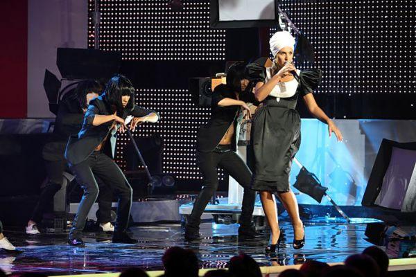 В начале карьеры певица увлеклась африканской темой
