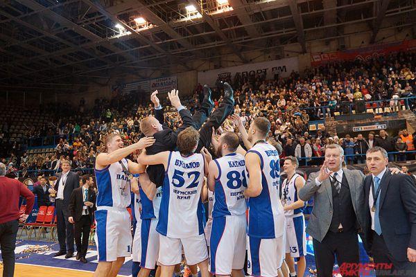 «Парма» сегодня является вершиной баскетбольной пирамиды, куда стремится попасть каждый молодой баскетболист региона.