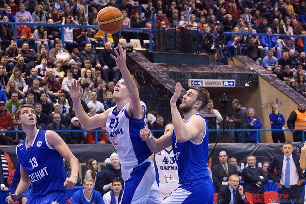 Баскетболисты чувствовали поддержку болельщиков.