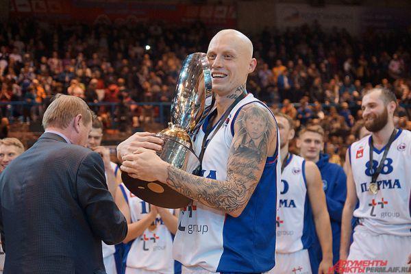 Кубок России по баскетболу все хотели подержать на руках.