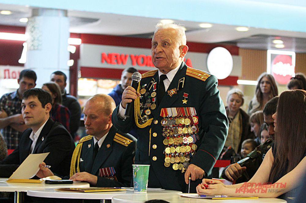 Жюри было строгим. Ведь в нём председатель - Дмитрий Бакуров, Герой Советского союза, ветеран Великой отечественной войны.