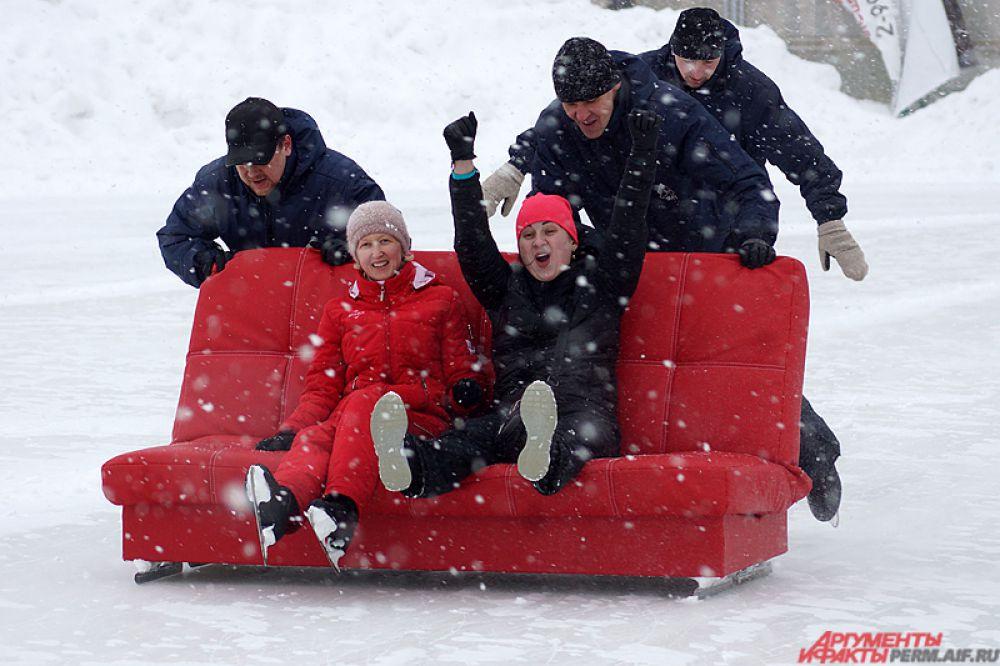 Однако сами пермяки смеялись и кричали от радости, несмотря на усилившийся снегопад.