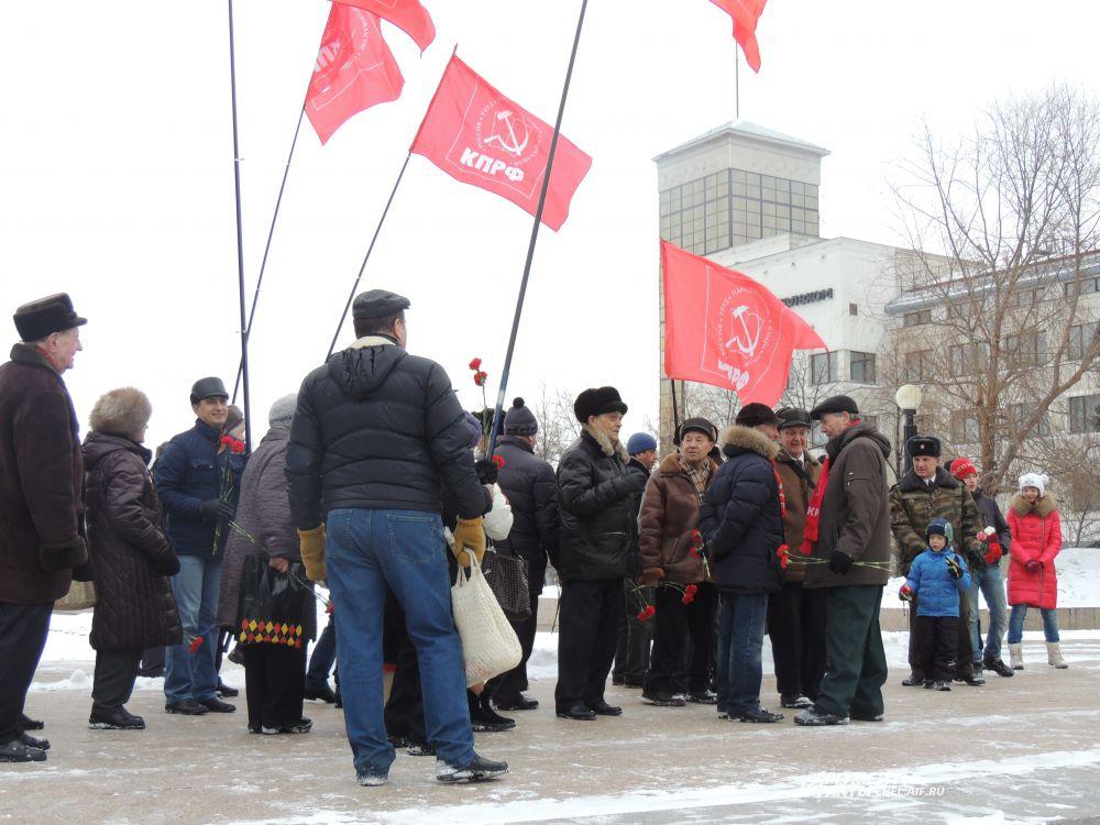 Большинство собравшихся - члены КПРФ.