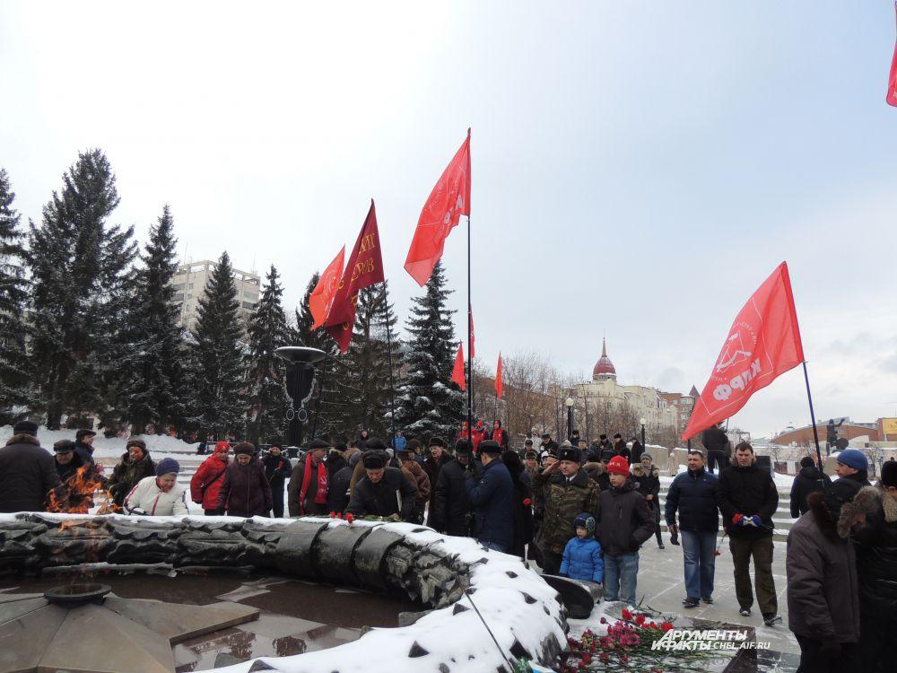 На праздничном митинге присутствовали представители «Союза Советских офицеров» и «Надежд России».