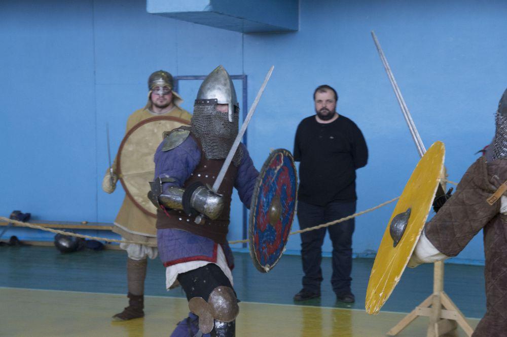 Чтобы избежать серьезных ранений, мечи на натачивают.