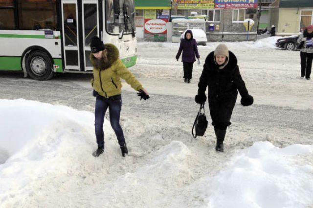 И снова штурм сугробов и снежной каши: покой пермякам только снится.