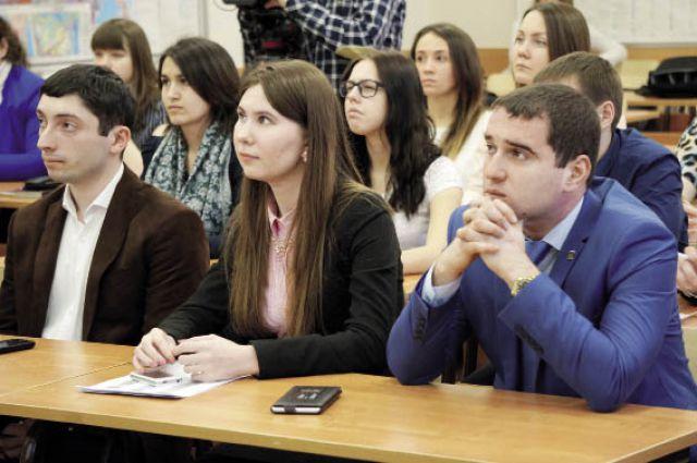 На лекции молодые люди узнали, какие перемены ждут краевую столицу в этом году.