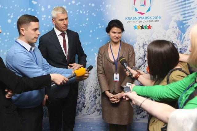 Президент FISU Олег Матыцин и вице-президент «Норникеля» Елена Безденежных.
