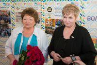 Бывший и нынешний председатели Общественной палаты Югры - Любовь Чистова и Ирина Максимова.
