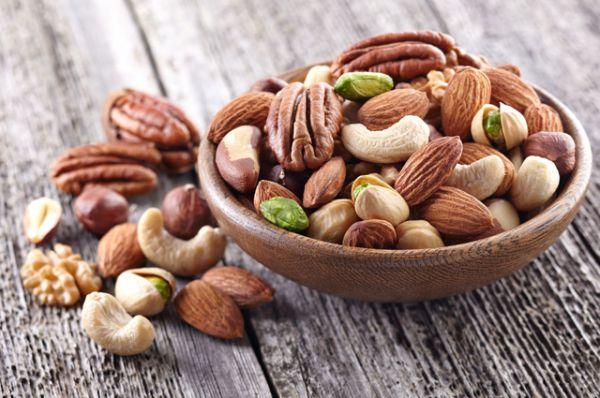 Любые орехи считаются очень полезными для тех, кто живет в неблагополучных с точки зрения радиации районах. А между тем сами содержат изотопы калия-40.