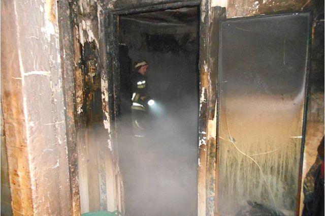 Тушить пожар приехали 25 огнеборцев